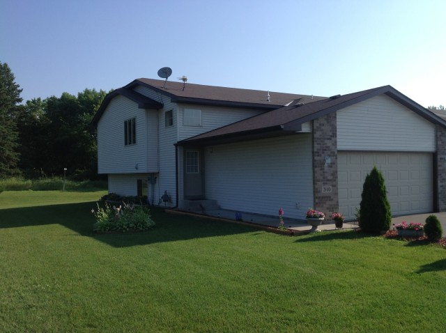 Search one level, new construction and newer built two story townhomes in Elk River MN.