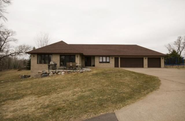 585 Moon Lake Dr NE, Cambridge, MN 55008