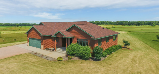 Welcome home to your 1.16 acre sanctuary on Greystone Golf Course in Sauk Centre! This stunning one story home for sale in Sauk Centre features four bedrooms, three bathrooms and […]