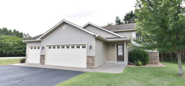This charming split entry home for sale in Saint Cloud MN features four bedrooms, two bathrooms and rests on a 0.34 acre corner lot with  in-ground sprinklers and great tree […]